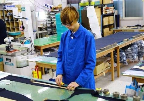 工業用パターンを使用した裁断・縫製